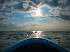 Free Blue Kayak Floating In The Sea Royalty Free Stock Images - 85404919