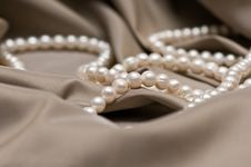 Free Beads Of Pearl Stock Images - 8550354