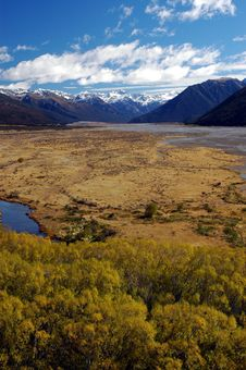 Free River Flood Plain In The South Island Royalty Free Stock Images - 8554669