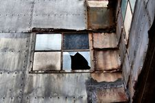 Free Shabby Broken Window Stock Photography - 8561162