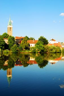 Free Telc Tower And Houses Mirror Reflection Royalty Free Stock Images - 8561389