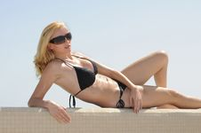 Free Posing At The Pool Royalty Free Stock Photography - 8565557