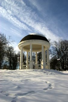 Free Summerhouse In Winter Royalty Free Stock Images - 8565899