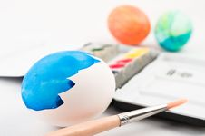Free Half Painted Easter Egg With Brush Stock Image - 8567511
