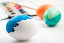 Free Half Painted Easter Egg Stock Images - 8567604