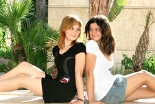 Free Blond And Brunette Girls Royalty Free Stock Images - 8571129