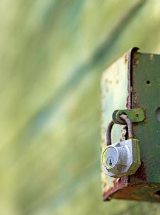 Free Lock On Rusted Box Royalty Free Stock Images - 8574159