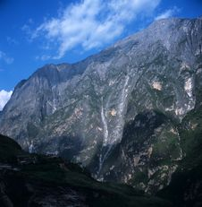 Free Tiger Leaping Gorge Valley Royalty Free Stock Photography - 8575447