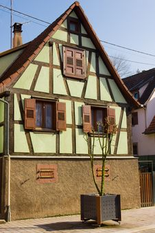 Free Small House Stock Photos - 8587933