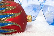 Free Red Christmas Ball Royalty Free Stock Photography - 8591517