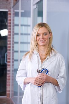 Free Young Female Doctor Royalty Free Stock Photography - 8593297