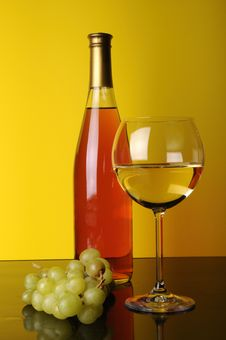 Free Grapes, Bottle And Glass Of Wine Royalty Free Stock Image - 8599376