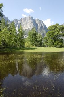 Free Yosemite Valley Reflection 2 Stock Images - 861154