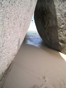 Free Boulders On The Beach Royalty Free Stock Images - 861659