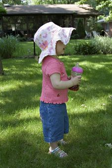 Free Toddler Girl In Sun Hat With Juice Cup Stock Images - 861754