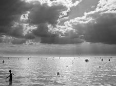 Free Stormy Sky Over The Med Royalty Free Stock Photography - 864887