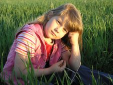 Free Babygirl In A Green Field Royalty Free Stock Images - 865279