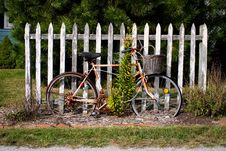 Free Vintage Bicycle By Fence Stock Images - 868714