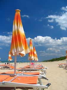Free Parasols On The Beach Royalty Free Stock Photography - 8607287