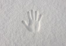 Free Hand Impression In Fresh Snow Stock Images - 86005544