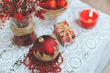 Free Red And White Christmas Table Set Royalty Free Stock Images - 86005589