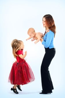 Free Mum With The Daughters Royalty Free Stock Photos - 8610508
