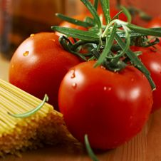 Free Tomatoes And Spaghetti Royalty Free Stock Image - 8614726