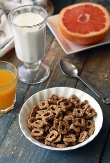 Free Chocolate Cereal On White Bowl Near Glass Of Milk Royalty Free Stock Images - 86183109