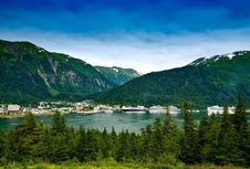 Free Blue Lake Surrounded By Mountains And Green Leaved Trees During Daytime Royalty Free Stock Image - 86183336