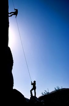 Free Silhouette Of Climbers On Cliff Royalty Free Stock Photos - 86184138