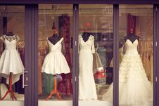 Free Bridal Gowns In Storefront Stock Photo - 86185230