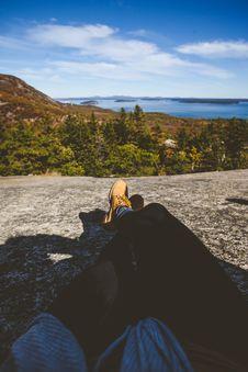 Free Feet On Cliff Overlook Royalty Free Stock Photo - 86185275