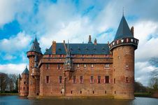Free Medieval Castle With Moat Royalty Free Stock Image - 86186426