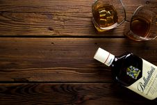 Free Bottle Of Whiskey And Glasses Royalty Free Stock Photography - 86186947