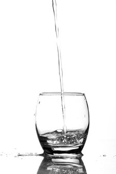 Free Close-up Of Water Pouring In Glass Royalty Free Stock Image - 86188406