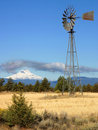 Free Windmill Mount Hood Royalty Free Stock Photography - 8629097