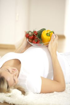 Young Pretty Pregnant Woman With Vegetables Royalty Free Stock Image