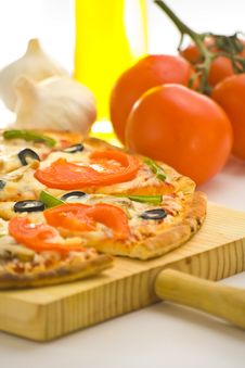 Free Homemade Pizza Fresh Tomato Olive Mushroom Cheese Stock Photo - 8627150