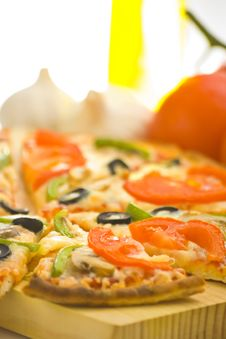 Free Homemade Pizza Fresh Tomato Olive Mushroom Cheese Royalty Free Stock Photo - 8627175