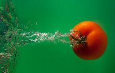 Free Tomato In Water Royalty Free Stock Photography - 8627427