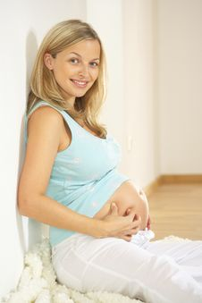 Free Pregnant Woman Does Picking Massage Royalty Free Stock Image - 8627486