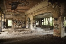 Free Abandoned Building Full Of Graffiti Royalty Free Stock Photos - 86221298