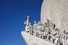 Free Statue On Roof Under White And Blue Sky Royalty Free Stock Photography - 86227127