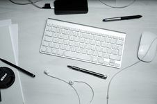 Free Top View Of Computer Keyboard On Table Stock Photo - 86229910