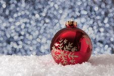 Free Christmas Ball In Snow Stock Photography - 86230282