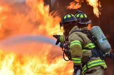 Free Firemen Putting Out Fire Royalty Free Stock Photo - 86230295