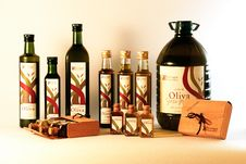 Free Bottles Of Olive Oil Stock Photos - 86231123