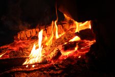 Free Wood Burning To Embers In Fire Royalty Free Stock Image - 86246126
