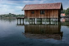Free Boathouse Reflecting In Water Stock Images - 86248224