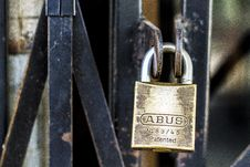 Free Padlock On Metal Door Royalty Free Stock Photos - 86248388